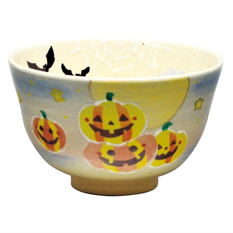 内側にこうもり柄の、かぼちゃのお化けの柄の抹茶茶碗