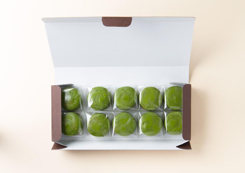 パッケージを開くとひとつひとつ丁寧に個包装されております。宇治抹茶チーズケーキ、抹茶スイーツ