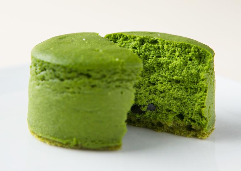 鮮やかな緑は宇治抹茶本来の色。宇治抹茶チーズケーキ、抹茶スイーツ