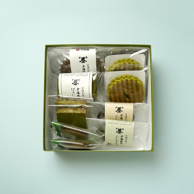 お盆やお彼岸、様々な法要の際にはお供えを。千紀園(せんきえん)のお茶ギフト・抹茶スイーツギフトはお供えにも適しています